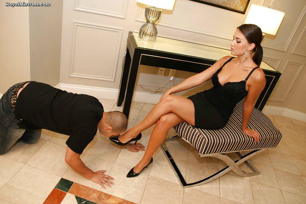 2 lovely ladies worship each others feet 2
