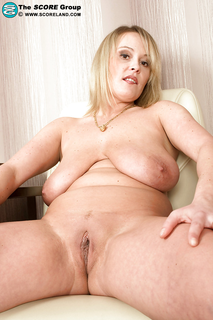 Tattooed bbw fat ass milf slut gets her meat holes stuffed 9