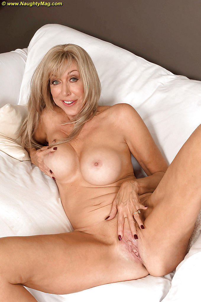 Similar situation. Sexy nude blonde cougar