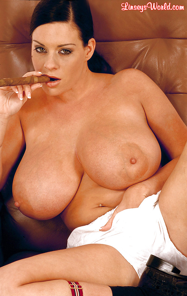 Linsey Dawn McKenzie uncovers big boobs and butt while ...