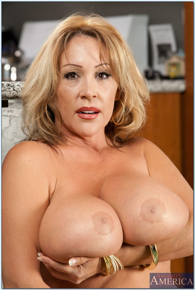 Images of Big Mature Hooters - Amateur Adult Gallery