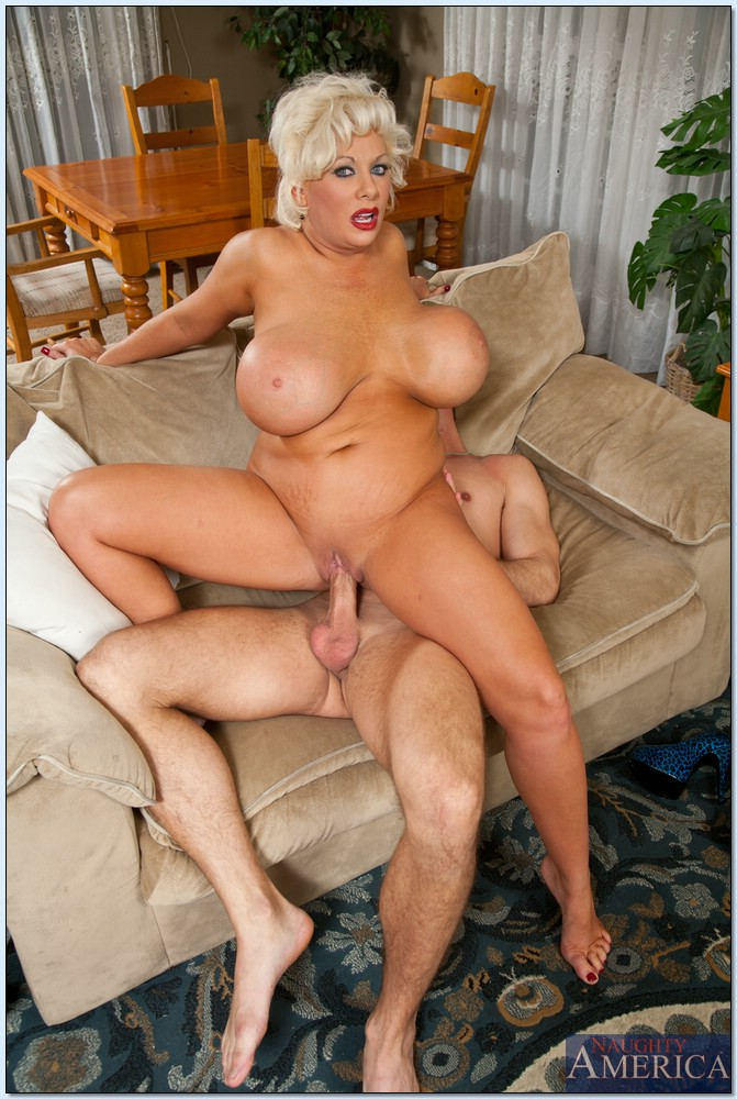The buxom mature fucks can