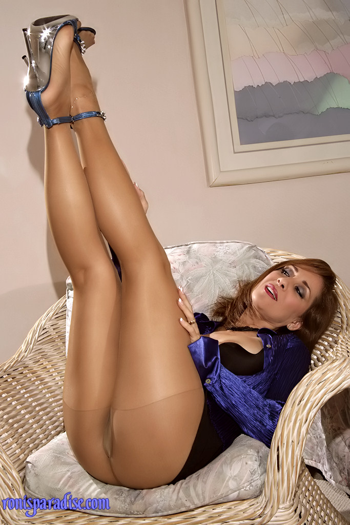 In Shiny Pantyhose Roni Cut 118