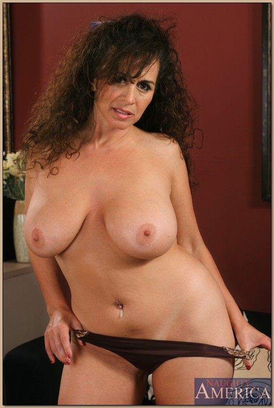 Busty mature pussy gallery