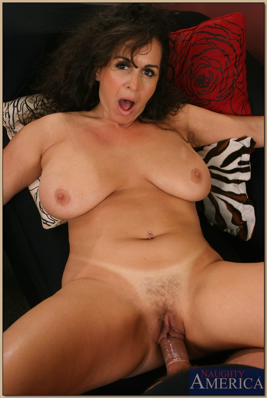 Hude hairy mature womwn