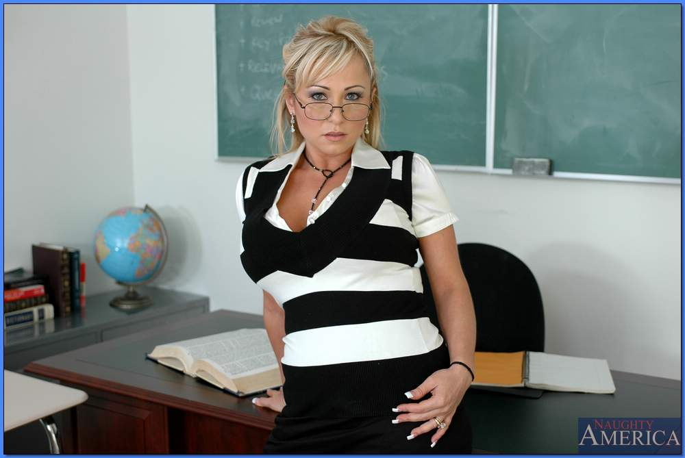 Booming MILF teacher in glasses Lacie James fucked in the class  1147810