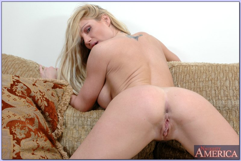 Masturbation blonde housewife on spy camera