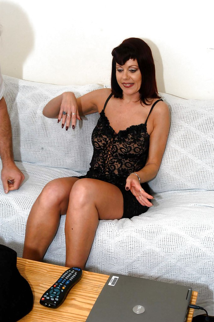 Gorgeous cook sluts share one hard dick on the sofa 3