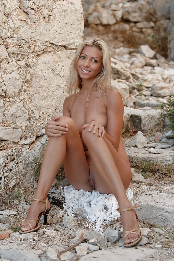 Think, that sexy naked blonde pornstar babe really