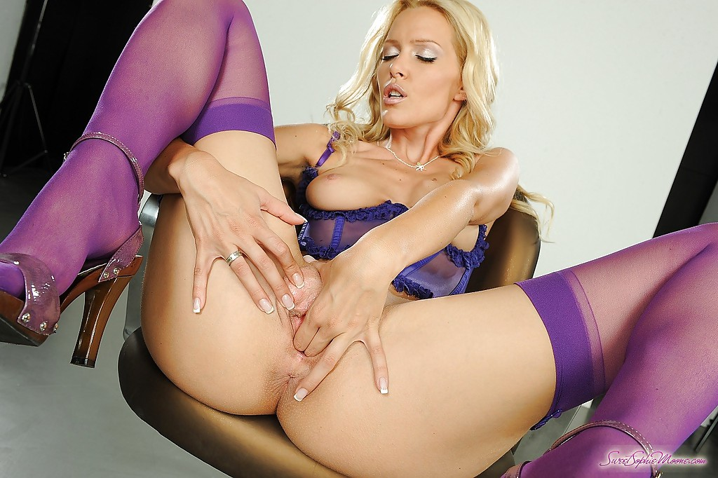 Squirting ebony pussy dildo sex pictures