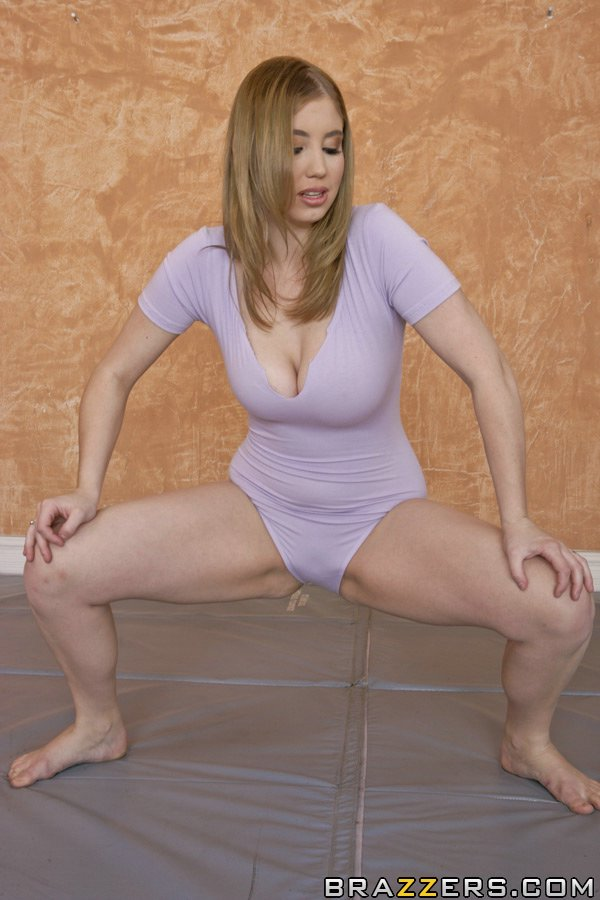 MILF with huge tits and wet cunt shows off her peachy body № 495307  скачать