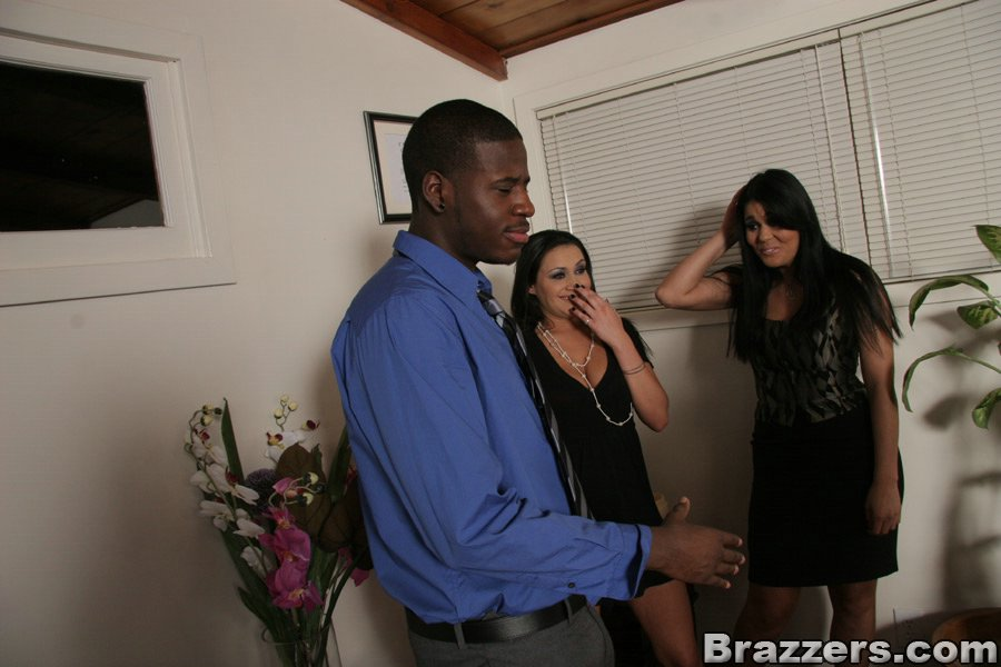 Hot latina wife Olivia O'Lovely shafted on the couch and facialized № 485000  скачать
