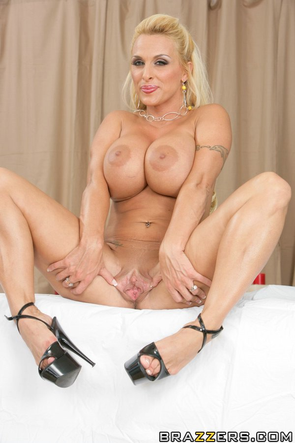 milfs like it big holly halston jpg 1152x768