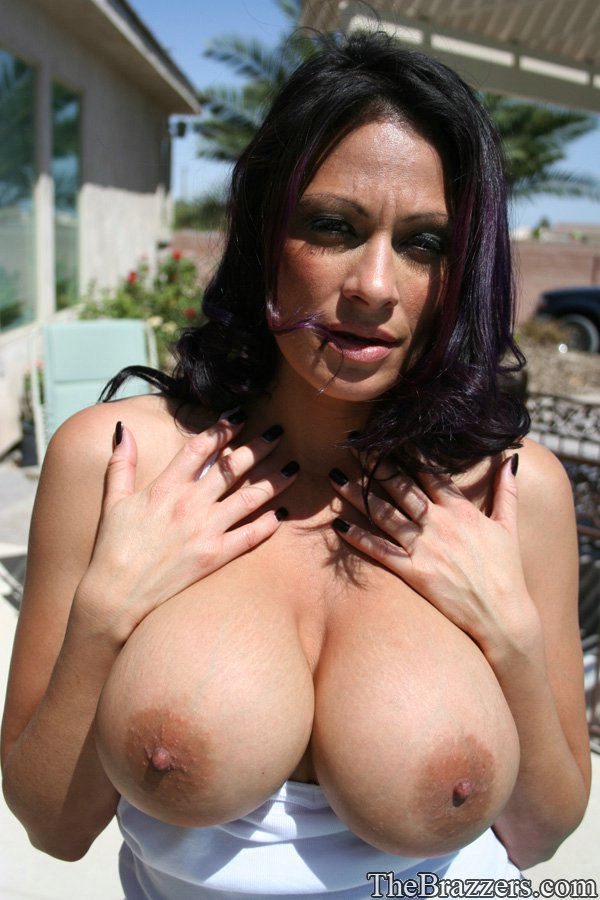 Absolutely mature milf flashing pussy