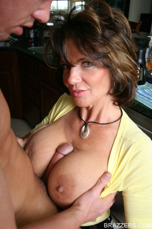 Deauxma tits