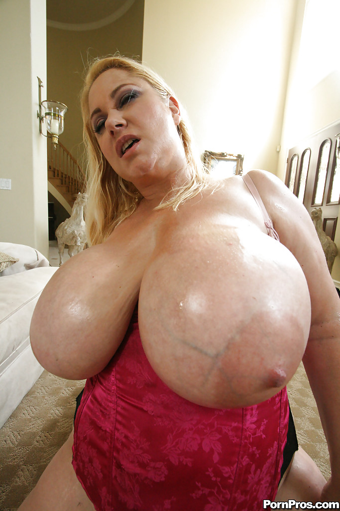 Plump bbw is getting picked up and fucked 8