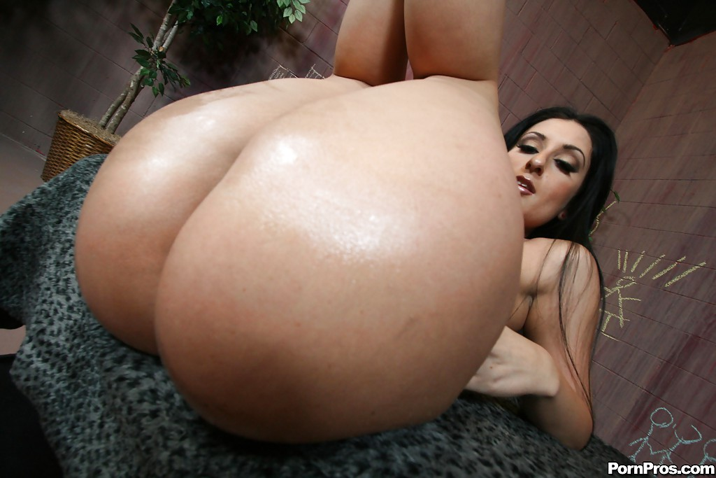 Big latina ass bouncing