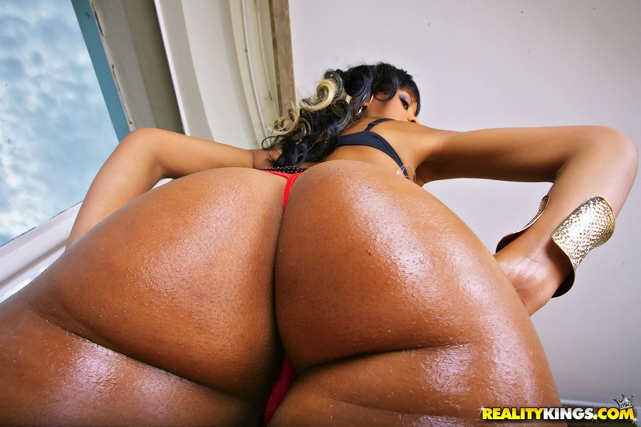 Ebony big ass and big tits