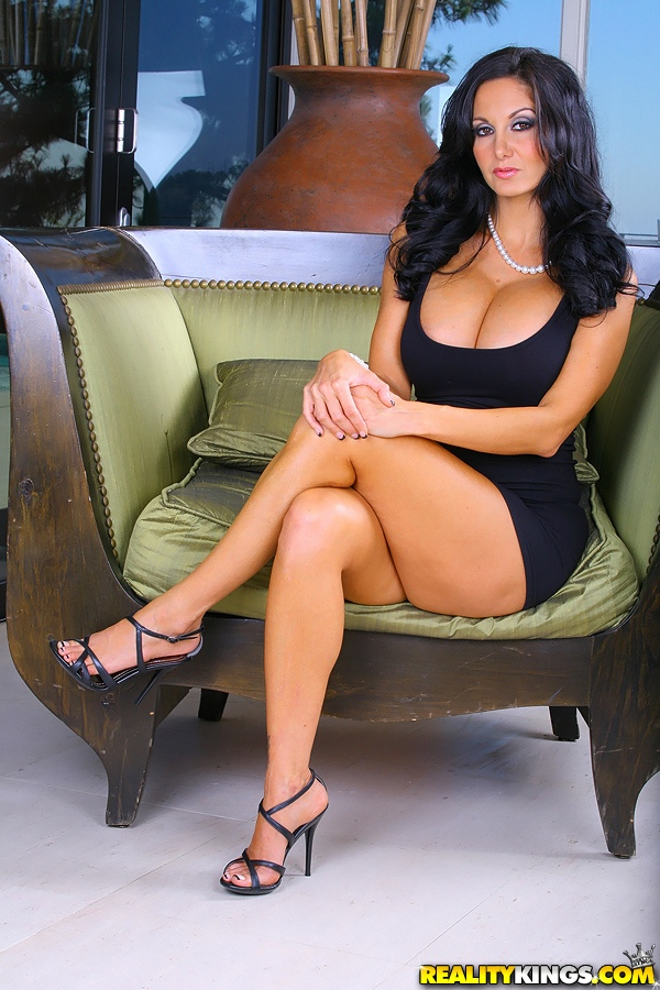 Sexy MILF Lisa Ann exposes her big boobs and bare ass on a red chair  2187372