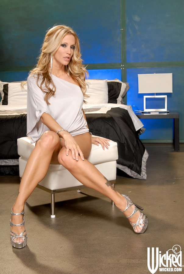MILF pornstar Jessica Drake giving bj before hardcore sex and cumshot  1509259