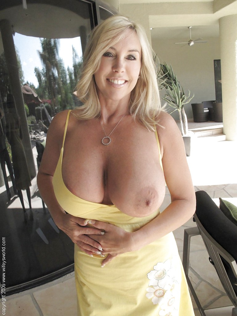 Blonde big tits mature milf in a dating service 2