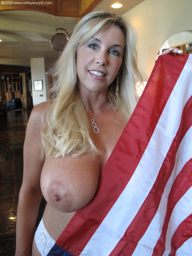Mature with big juggs shows her body in lingerie and drops her bra ...
