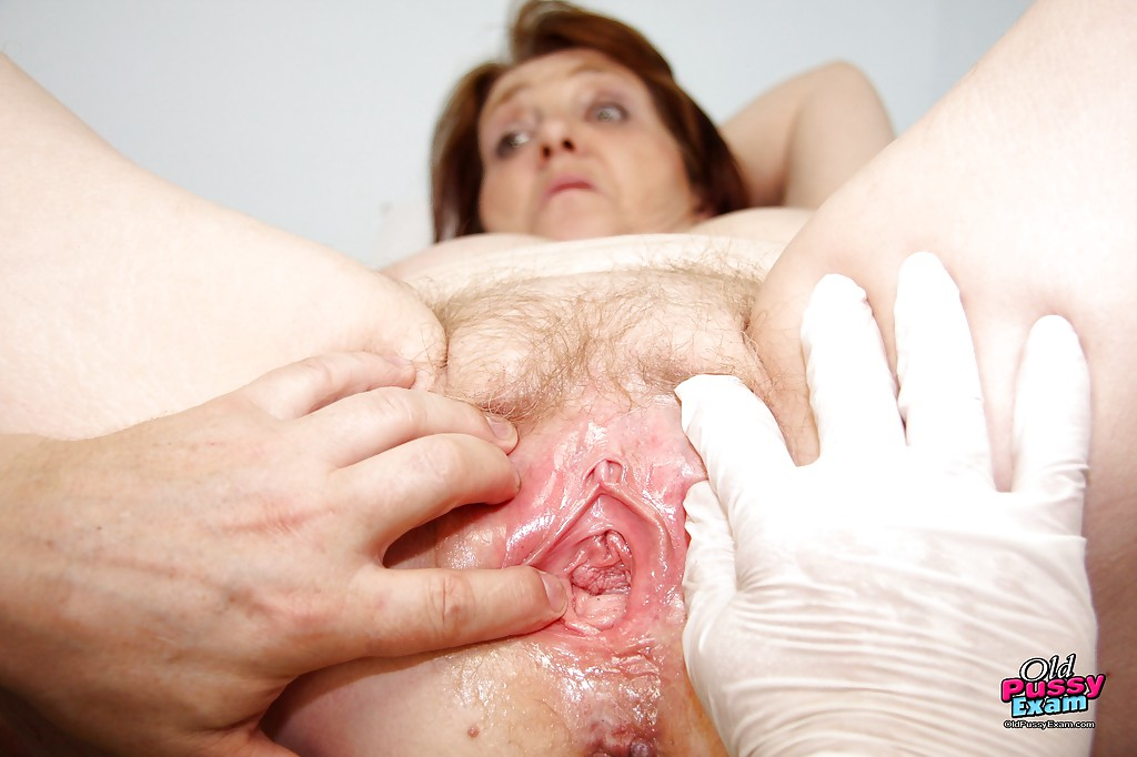 Amateur Dripping Wet Pussy