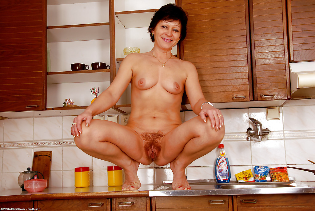 Ameture in kitchen counter