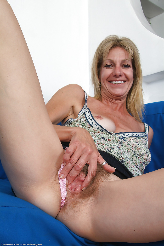 spread Naked legs older women