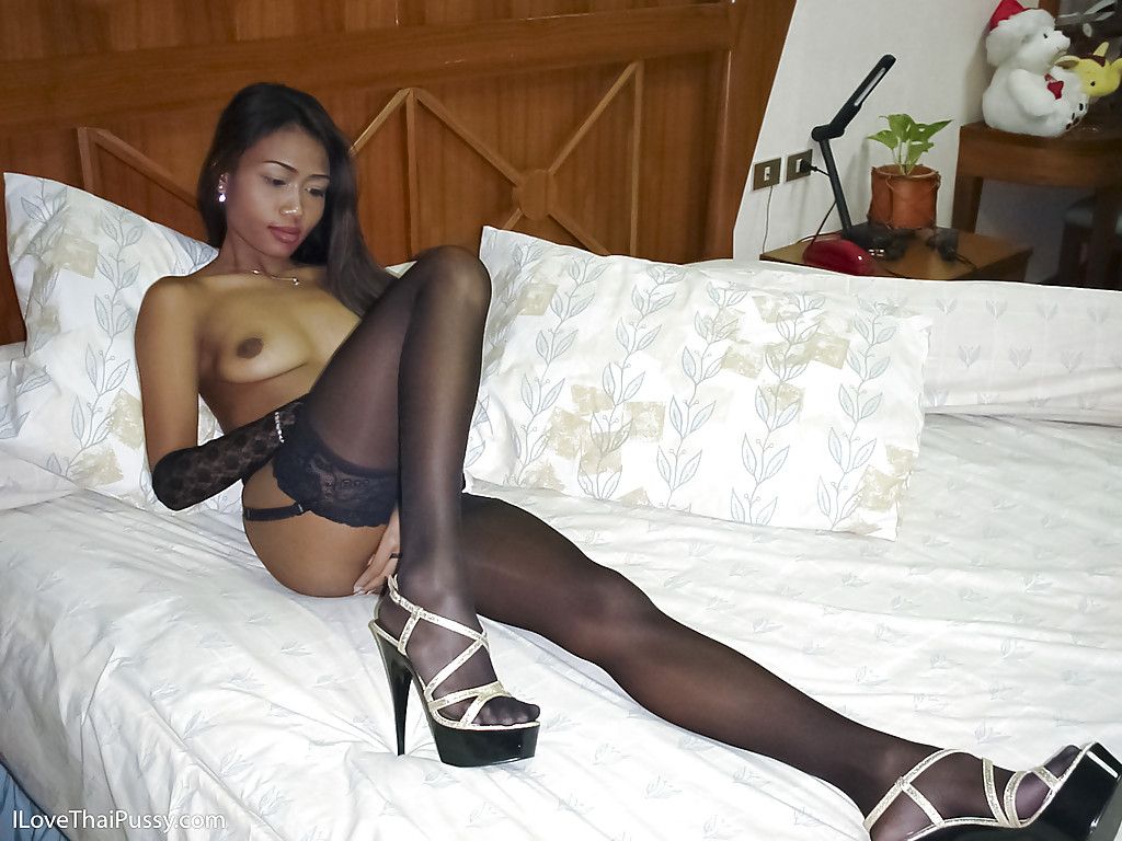 skinny girls in pantyhose jpg 1152x768