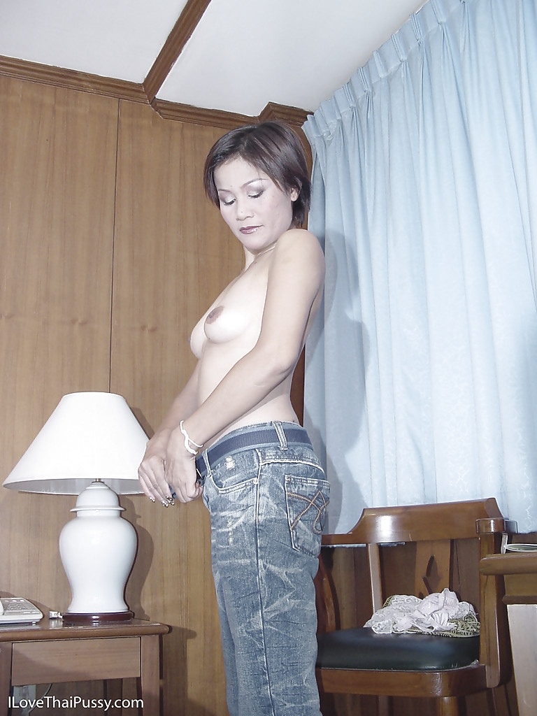 Stunning asian babe toys her holes 2