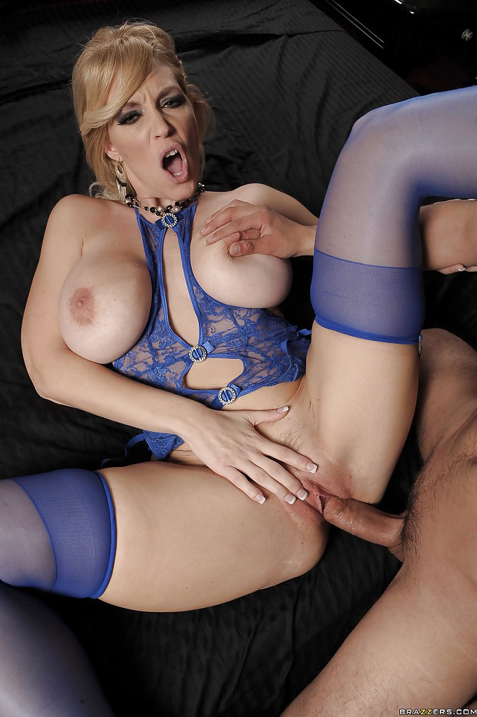 Julia ann fucked hard by hung latino - 1 part 6
