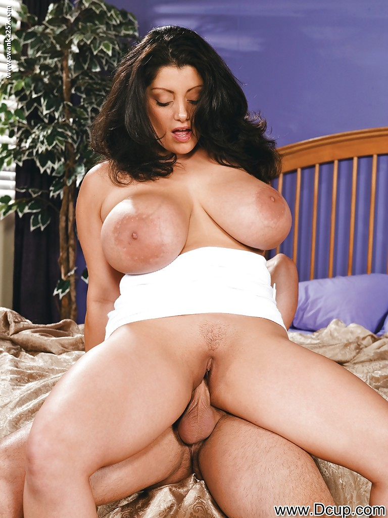 Arab pornstar dolly kumar fucks a big dick