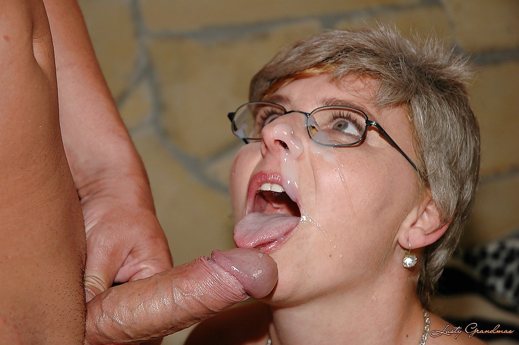 Dildo play with a crossdresser 6