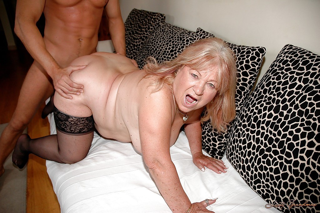 Big mature mama showing her booty 7