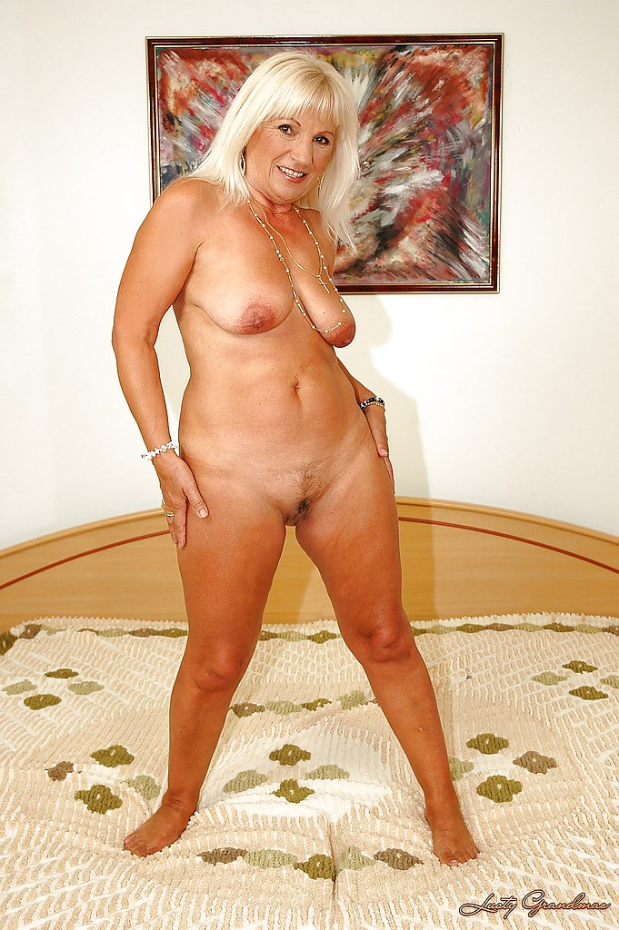 Naked granny posing on bed