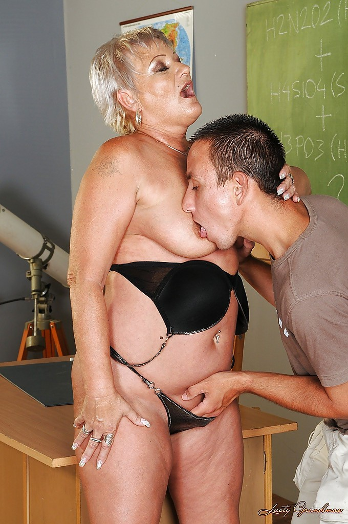 Milf anal drilling