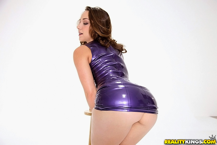 Teen latex ass