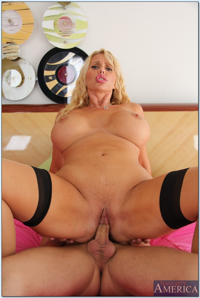 Milf blond slut lick