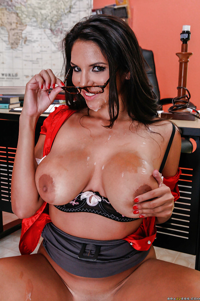 Busty latin chick gives a nice offer