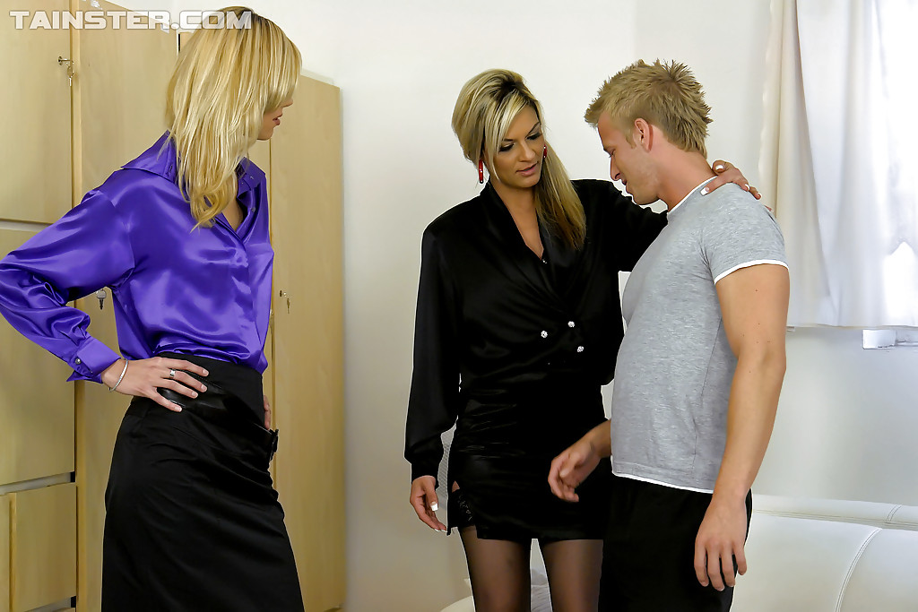 Clothed milf Jessica Jaymes enjoys an hardcore threesome groupsex № 188149 загрузить