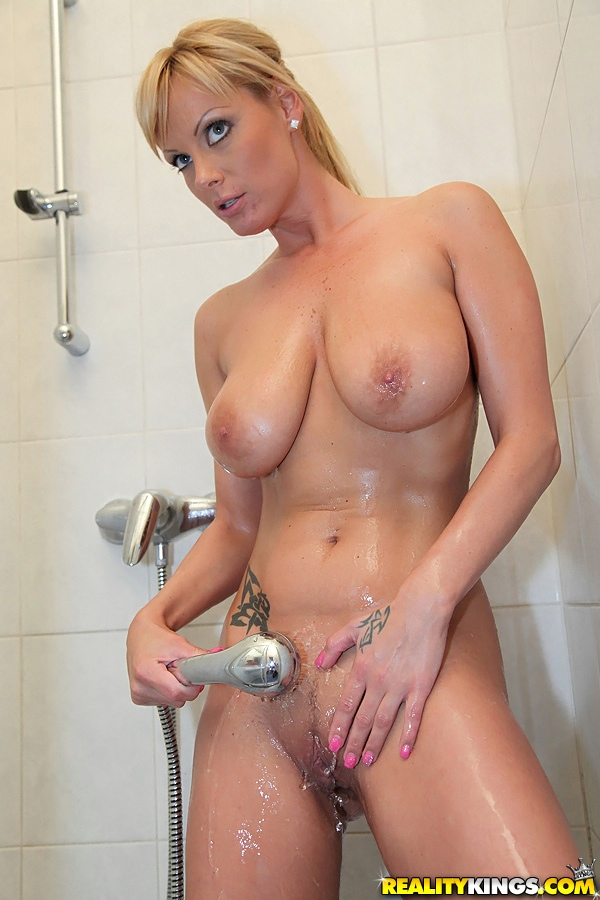 Sexy milfs in the shower properties