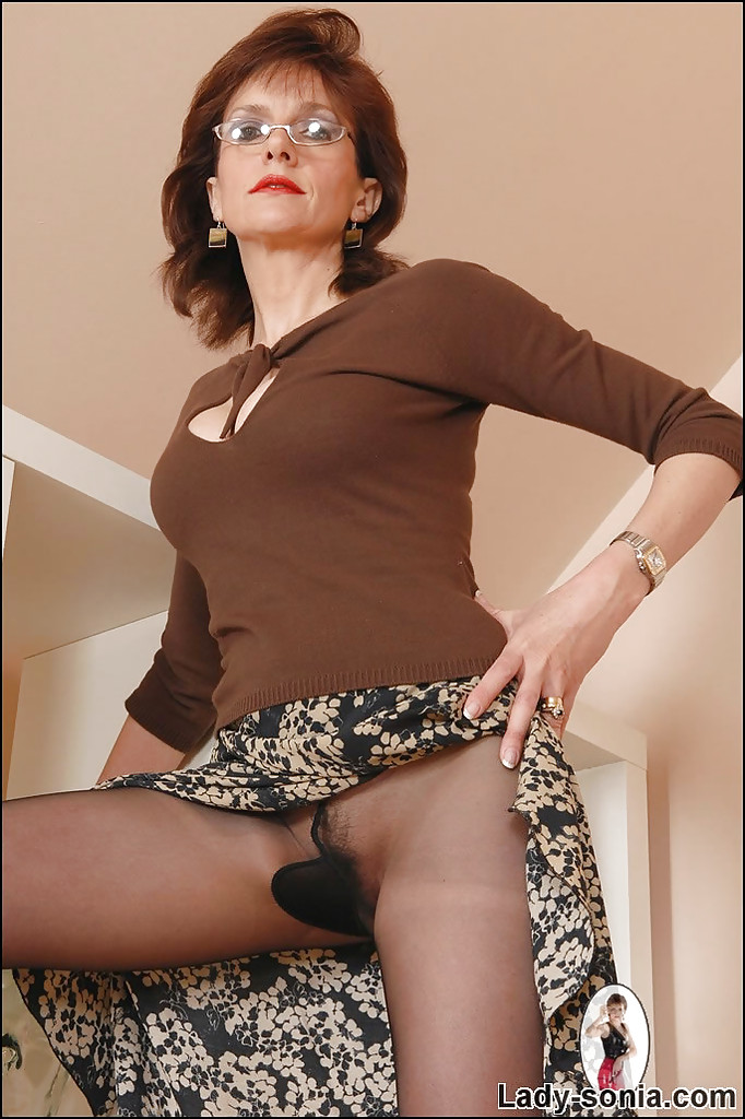 Mature Nylon Upskirts 97