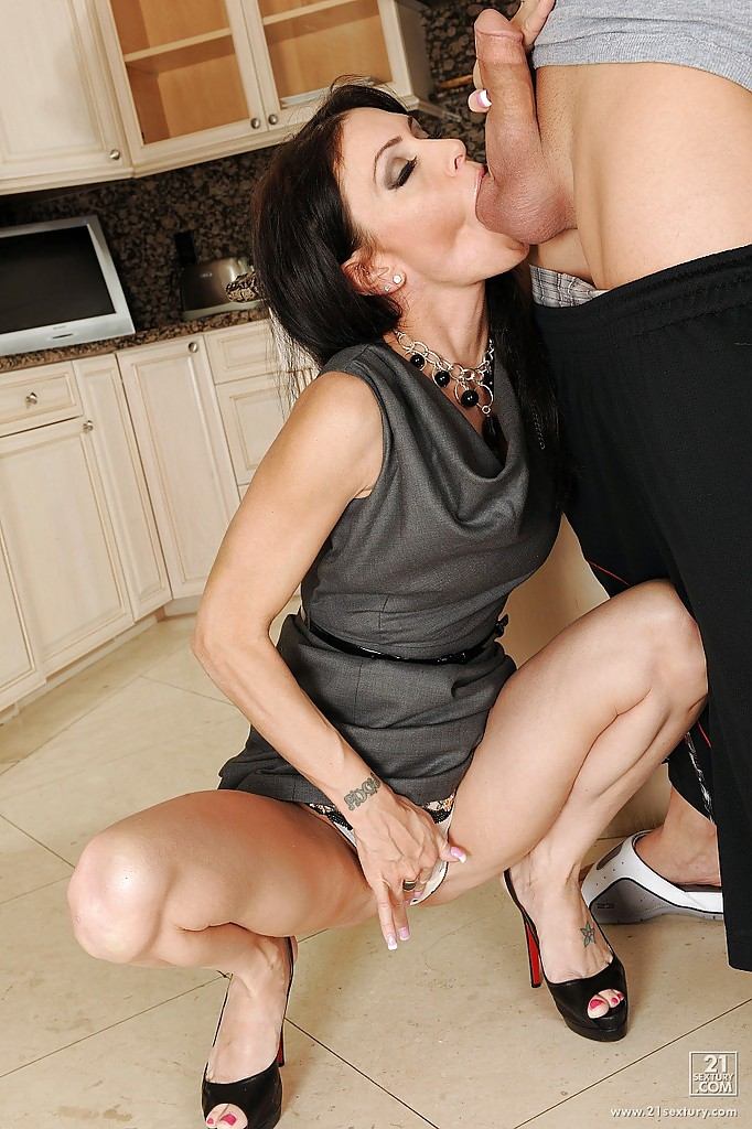 Hot Milf Spreads Her Legs