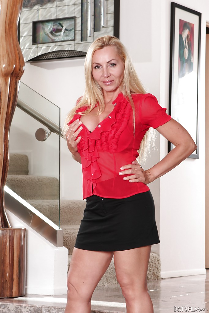 Amber star blonde milf
