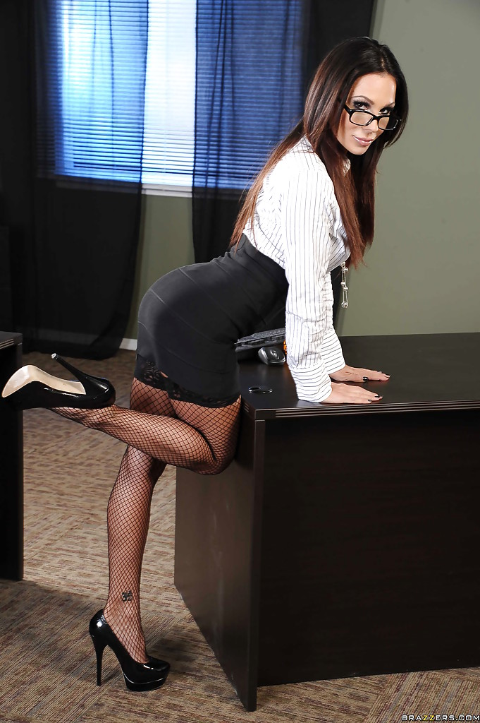 Glasses and stocking outfitted Anna Morna engaging in hardcore office sex № 1099045 бесплатно