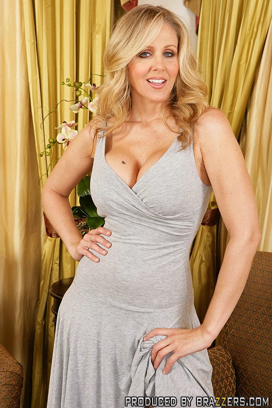 Stunning cougar Julia Ann favors a young dude with a masterful blowjob № 1391987 без смс