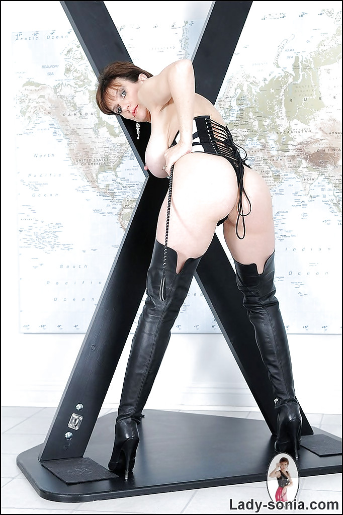Stunning Mature In High Boots 9