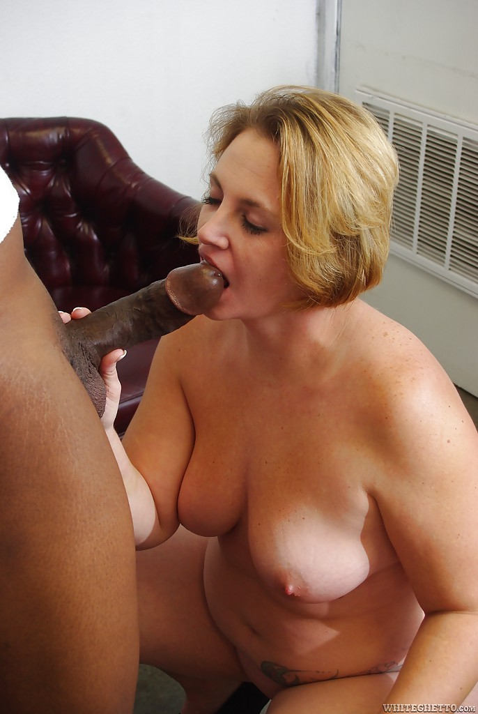 Chubby mature slut Vanila Sky gets her shaved twat drilled by a ...