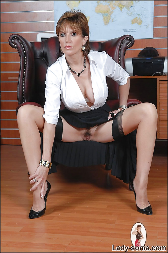 lady sonia plays with her pussy under skirt